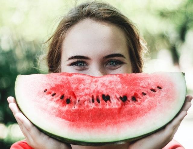 femme sourire psychologie